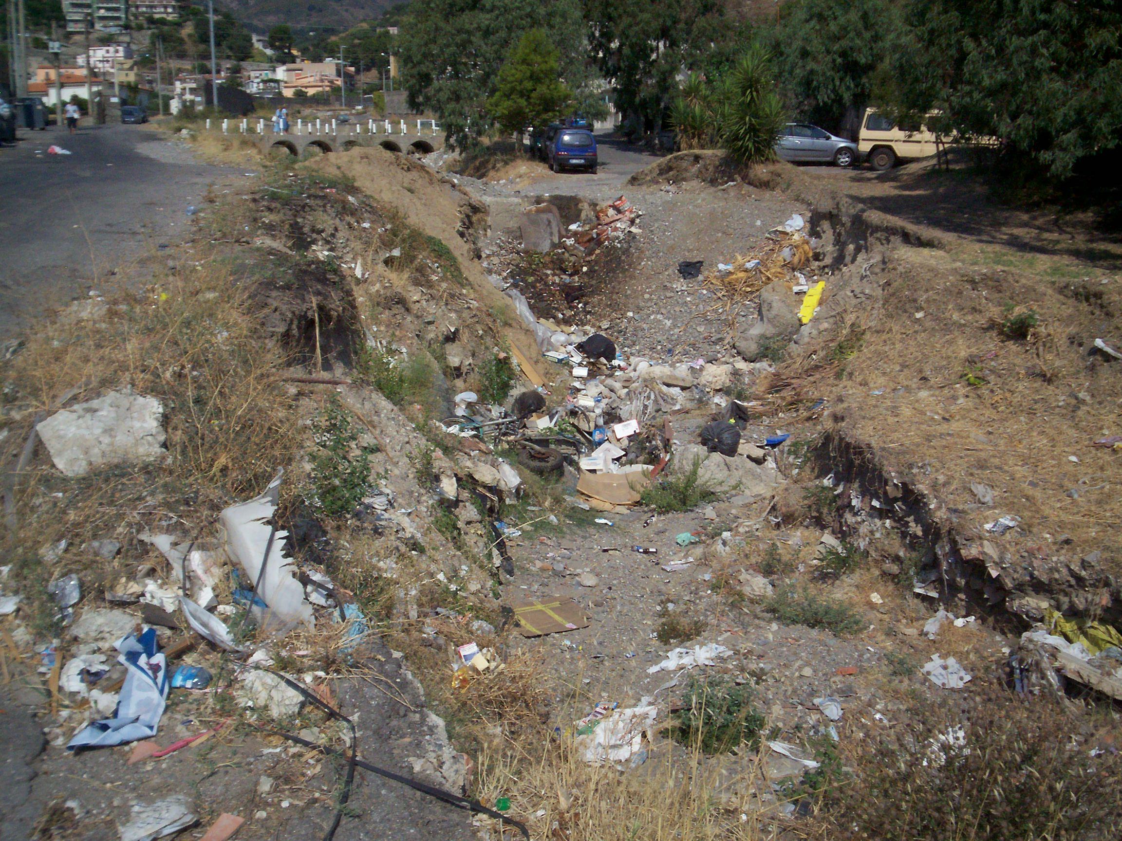 You are browsing images from the article: La 'vallata di Larderia' presenta un documento sul degrado del torrente Larderia