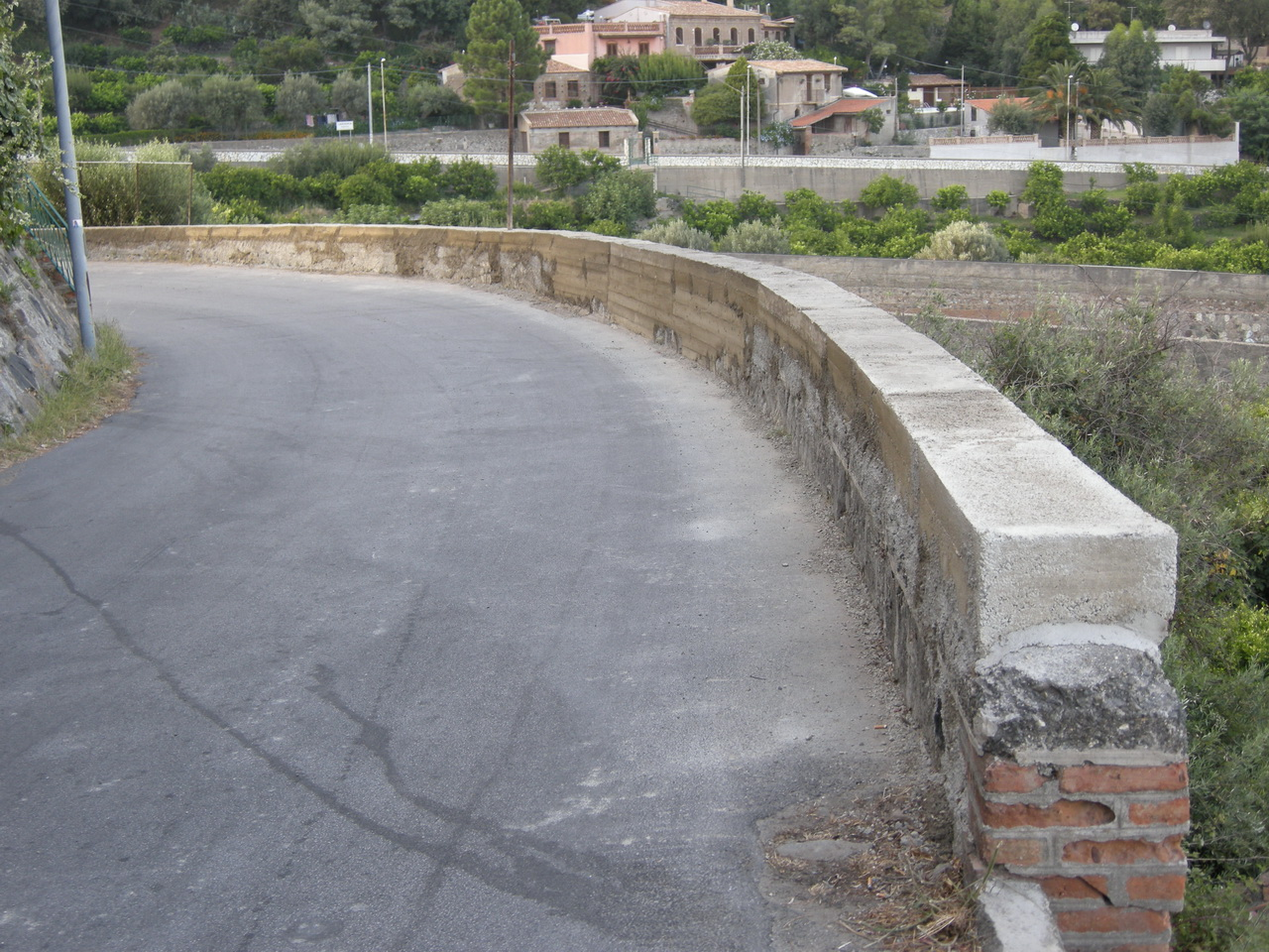 You are browsing images from the article: 25/07/2009 - Ricostruito il muro crollato da anni vicino al Ponte Larderia